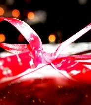 Faite lui plaisir avec un cadeau original qui le ou la surprendra !